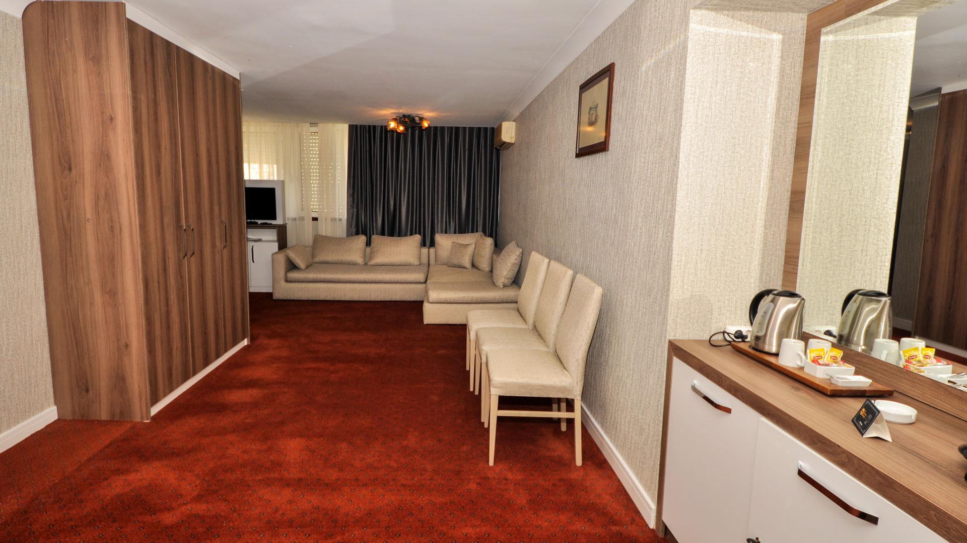 http://gurkenthotel.com/wp-content/uploads/executive-4.jpg